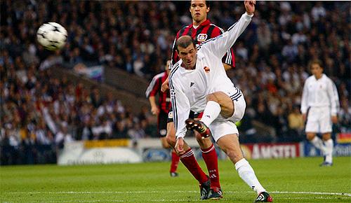 Hampden Park, con faldas y a lo loco Zidane-novena-g